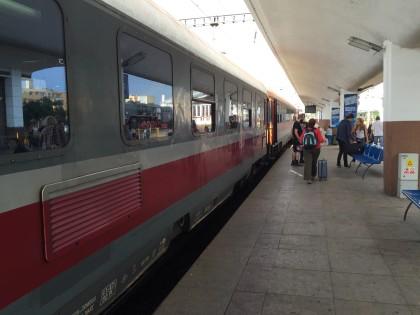 InterRegio im Bahnhof von Cluj-Napoca.