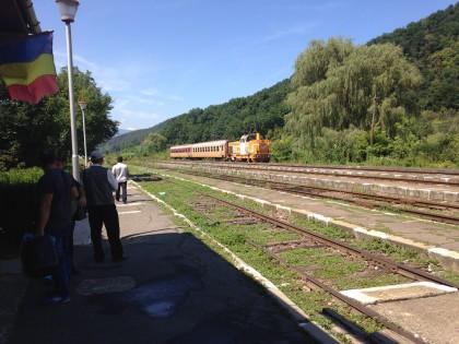 Regionalzug nach Piatra Olt im Bahnhof von Podu Olt.
